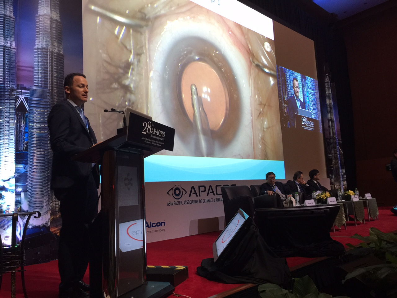 New York cataract surgeon Tal Raviv presenting in Kuala Lumpur on laser cataract surgery